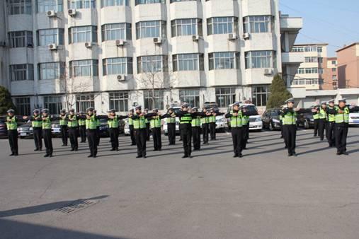 辽中交警组织开展交通指挥手势集中训练